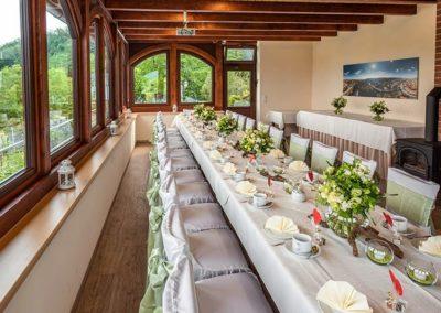 Festtafel im Weinberghaus